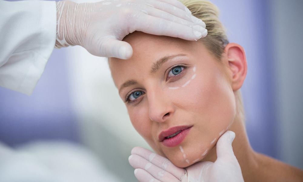 العوامل التي يجب وضعها في الاعتبار قبل إجراء عملية التجميل